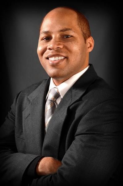 portrait-adult-man-black-man-businessman-man-in-suit-attractive-suit-and-tie-smiling-man